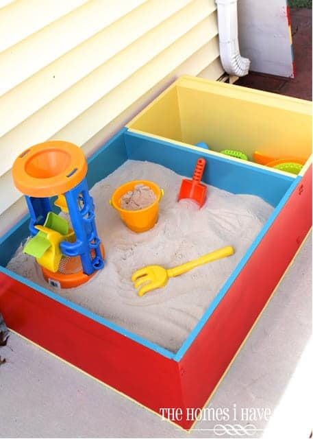 10+ Outdoor Boredom Busting Activities for Kids: DIY Color Block Sand Box | www.thepinningmama.com