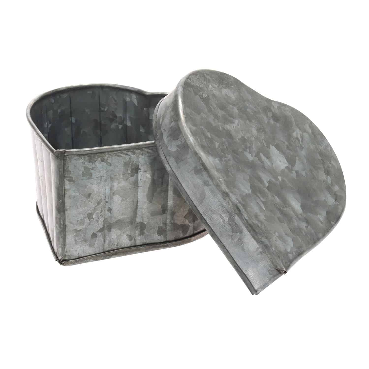 Awesome Crafting Blanks You Can Get on Amazon Prime : Galvanized Heart Container | www.thepinningmama.com
