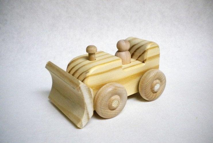 10+ Beautiful Handmade Baby Gifts: Wooden Bulldozer  www.thepinningmama.com