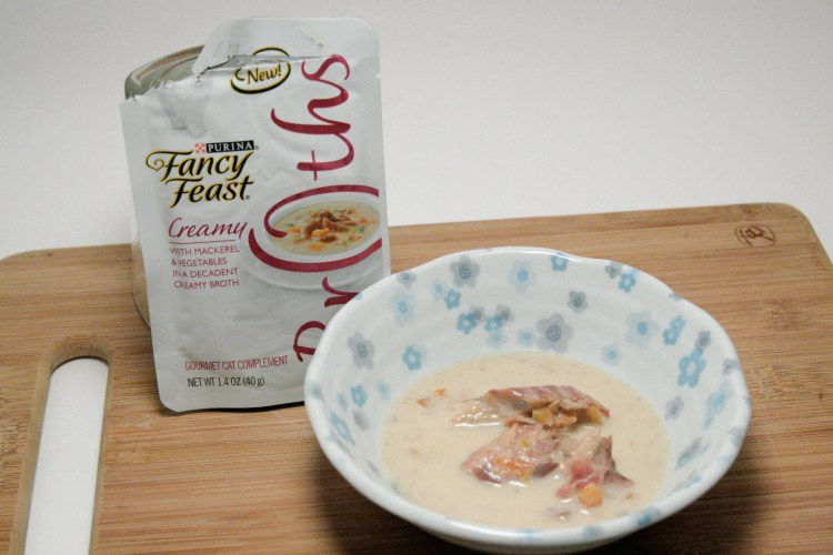 Fancy Feast Broths Creamy Mackerel