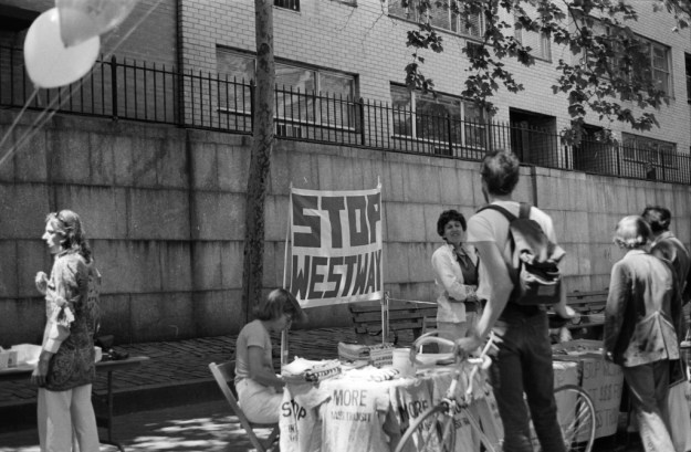 Protesters_demonstrating_against_the_Westway_project_in_New_York_City