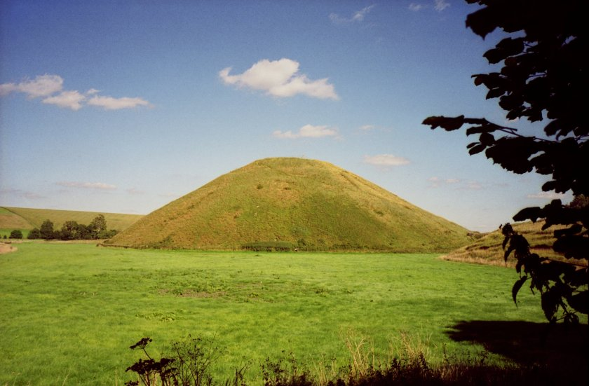 The mound of Silburis covered in grass. #Silbury