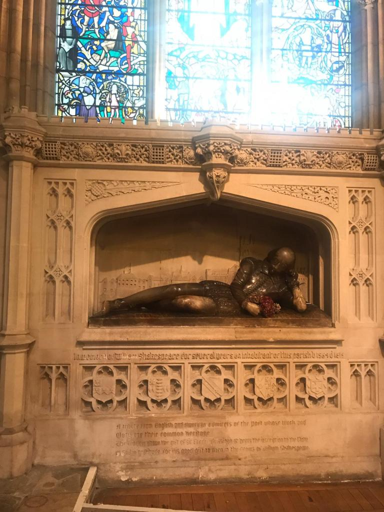 Effigy of Shakespeare reclining in Southwark cathedral