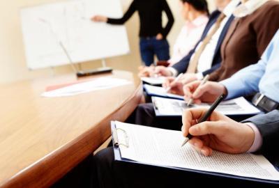Cum se realizează rezumatul unei conferințe?