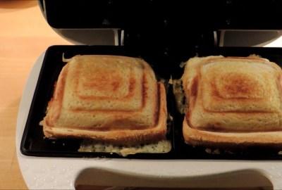Cum se curăță aparatul sandwich maker si grătarul?