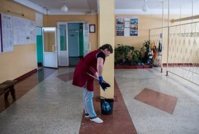 Cum se face curățenie și dezinfecție în sălile școlilor, sălile de clasă și spațiile comune?