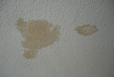 Cum se curăță petele de ulei de pe pereți?