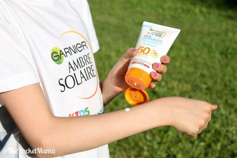 applicazione Ambre Solaire kids latte pelle bagnata
