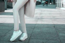 Stile sporty il passe-partout della moda inverno sono le sneakers