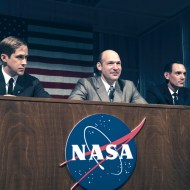(L to R): Ryan Gosling, Corey Stoll and Lukas Haas in FIRST MAN. On the heels of their six-time Academy Award®-winning smash, La La Land, Oscar®-winning director Damien Chazelle and star RYAN GOSLING reteam for Universal Pictures' First Man, the riveting story of NASA's mission to land a man on the moon, focusing on Neil Armstrong and the years 1961-1969. Credit: Daniel McFadden/Universal Pictures and DreamWorks Pictures