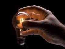 Light-Bulb-Hand