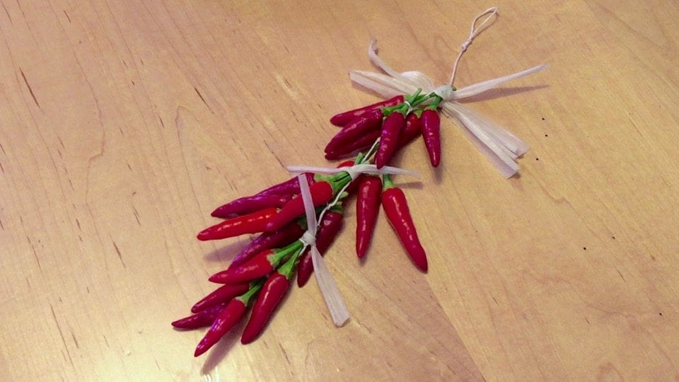 How To Make Ristras – Chili Pepper Strings