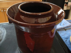 Ceramic crock for pickling