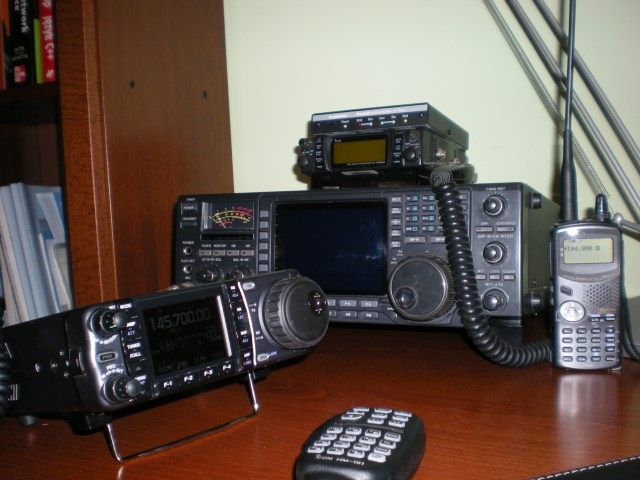 ICOM_IC-2340H_hamradio_station