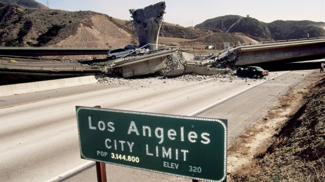 1994, Los Angeles, California, USA --- Original caption: Los Angeles, California: Earthquake Aftermath. --- Image by © David Butow/Corbis