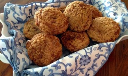 Banana Bread Muffins with Cinnamon Crumble