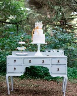 Furniture & Decorative Props