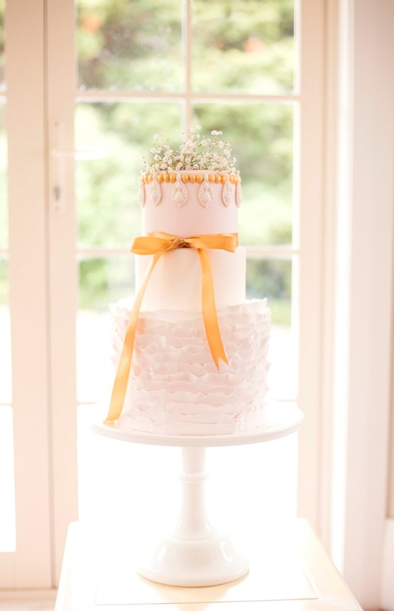 white pedestal cake stand hire