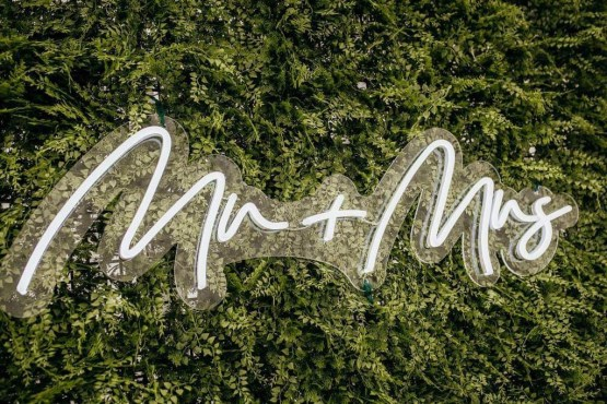 mr and mrs sign hire nz