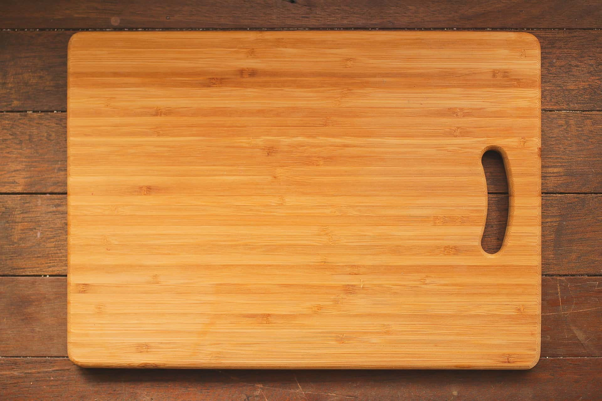Which is better wood or plastic cutting boards the