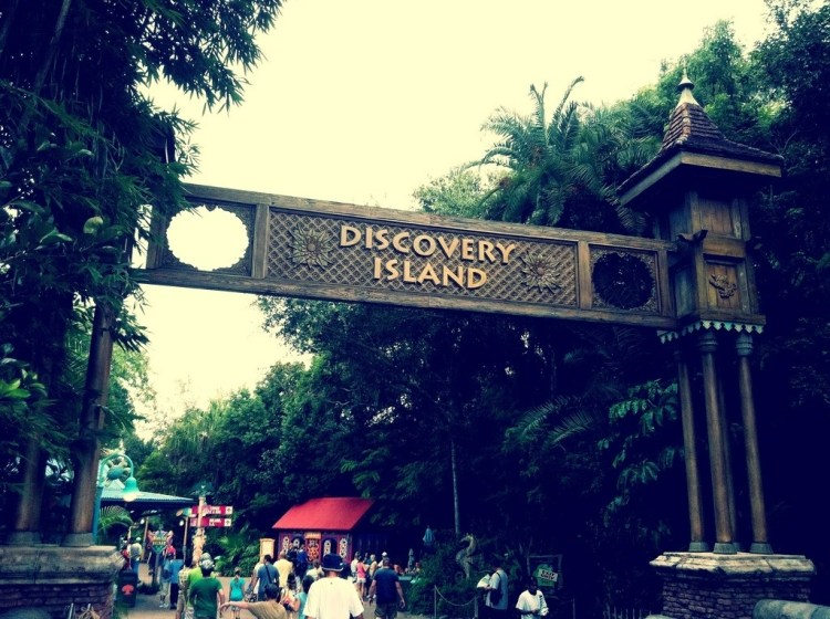 discovery-island-sign