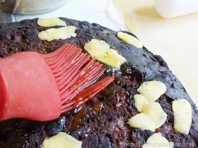 How To Marzipan a Christmas Cake