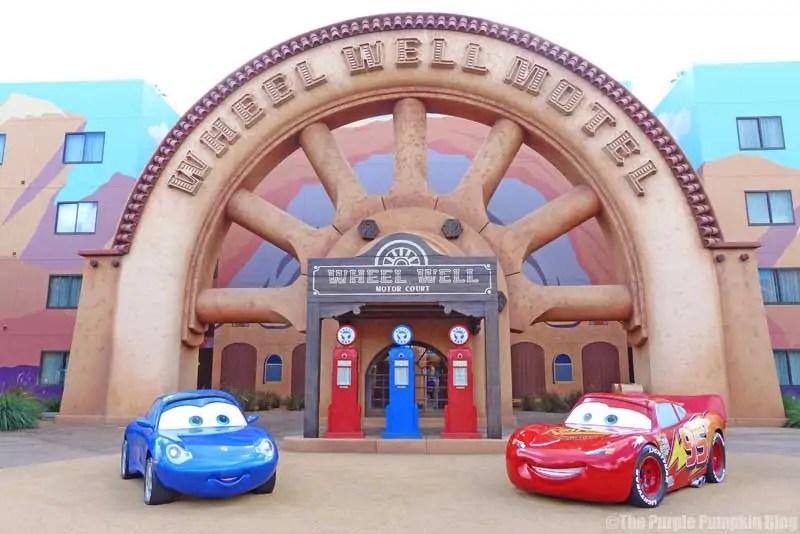 Disney Art of Animation - Cars Courtyard - Sally Carrera & Lightning McQueen