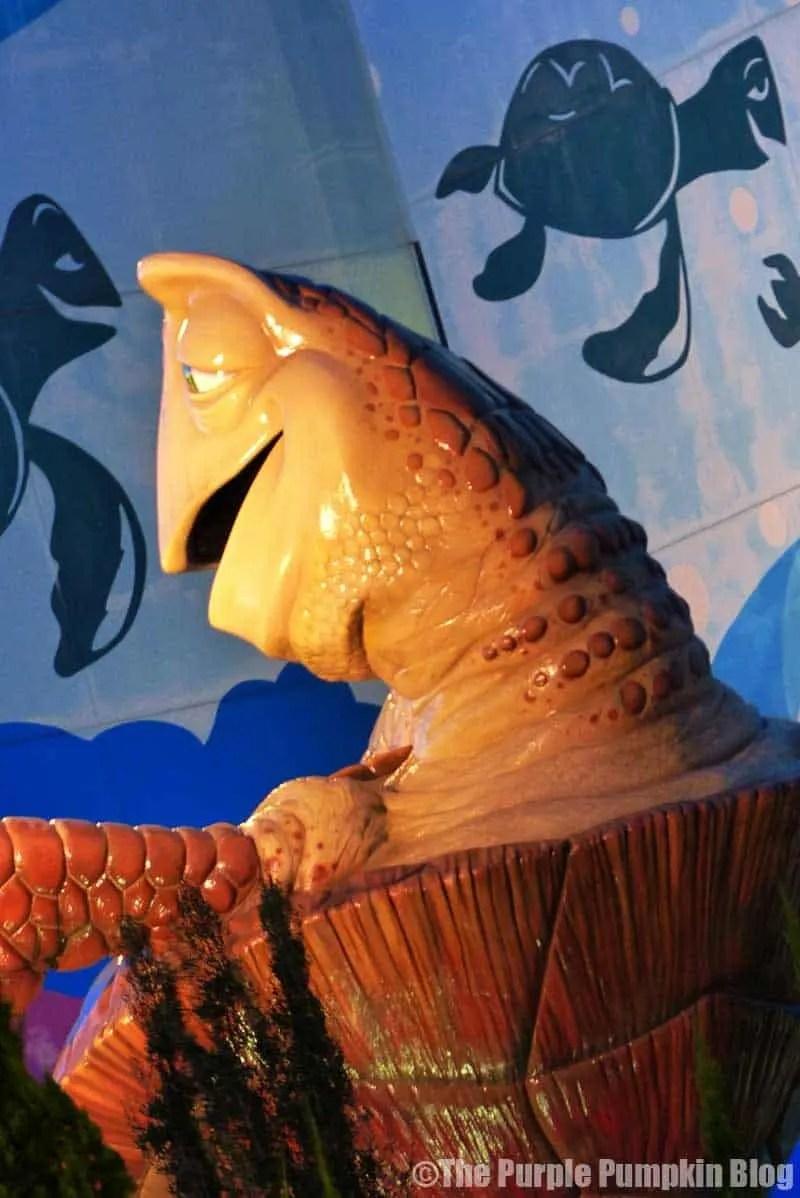 Disney Art of Animation - Finding Nemo Courtyard - Crush Statue