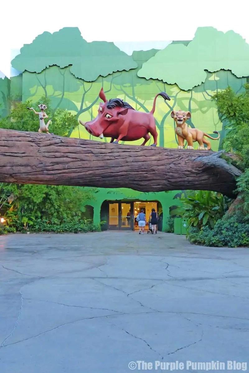 Disney Art of Animation - The Lion King Courtyard - Timone Pumba & Simba Statues