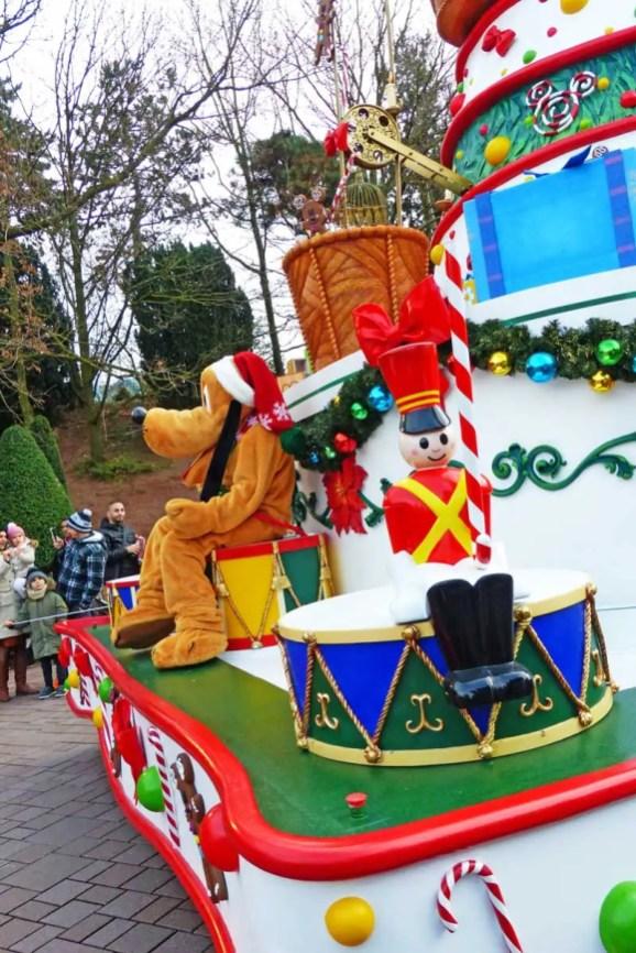 Christmas Parade - Disneyland Paris