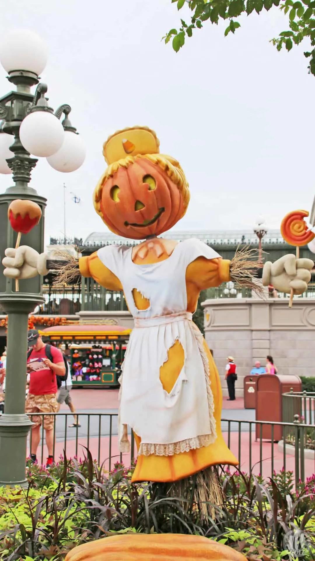 Disney Halloween iPhone Wallpapers - Candy Apple Scarecrow