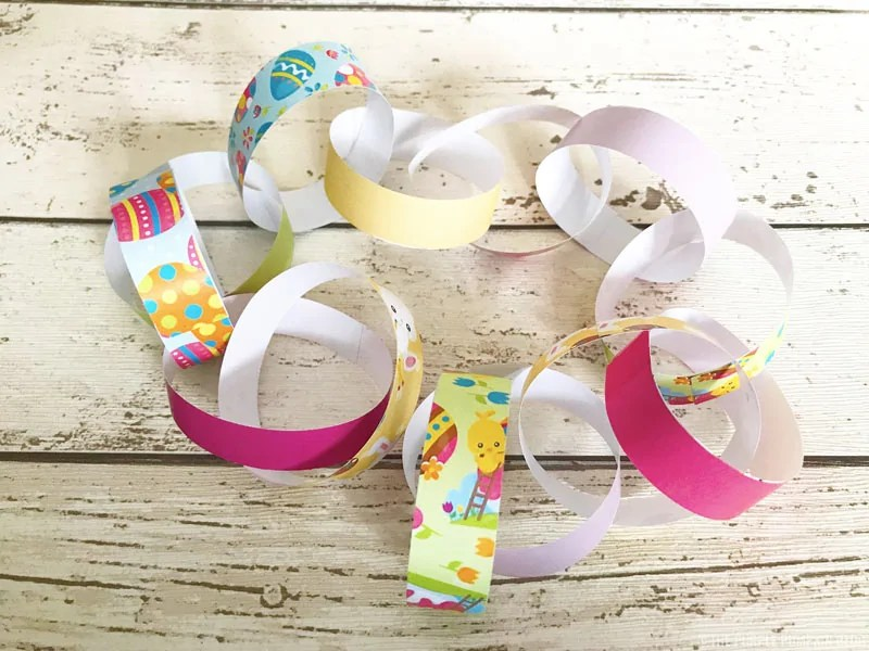 These free printable Easter decorations - paper chains - are super cute, and so simple to make! Just print, cut, loop, link and stick to form long chains to decorate with at Easter. A great Easter activity for kids and the whole family! #PrintableEasterDecorations #EasterPaperChains #PaperChains #ThePurplePumpkinBlog #FreePrintables