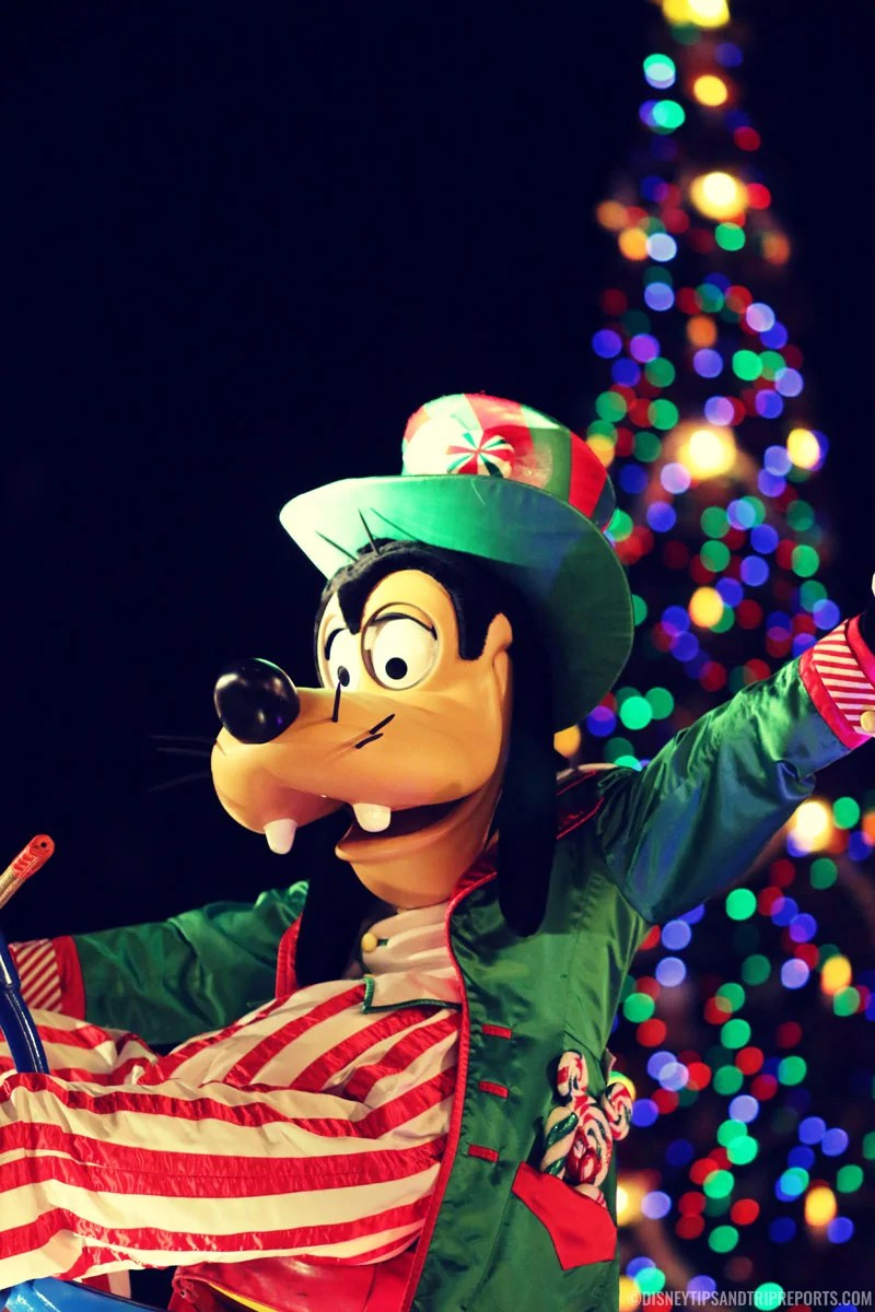 Goofy in the Mickey's Very Merry Christmas Parade