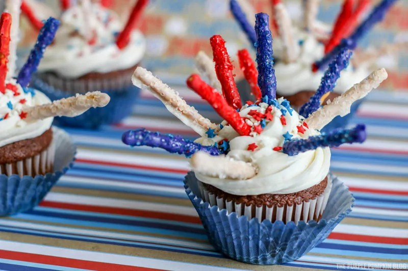 Red white and blue fireworks cupcakes