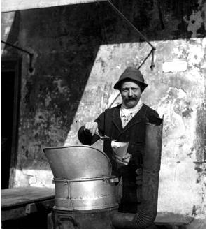 French fry seller in Paris 1908