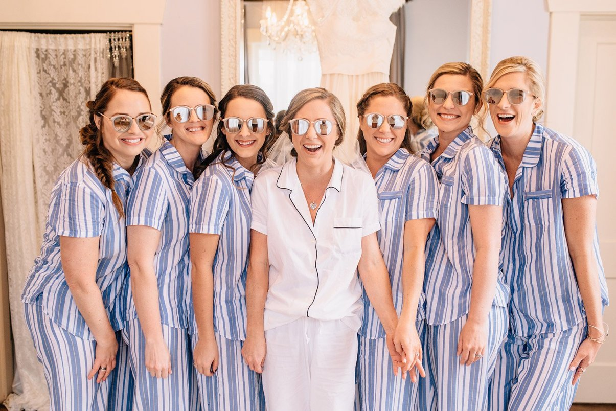 bride and bridesmaids sunglasses
