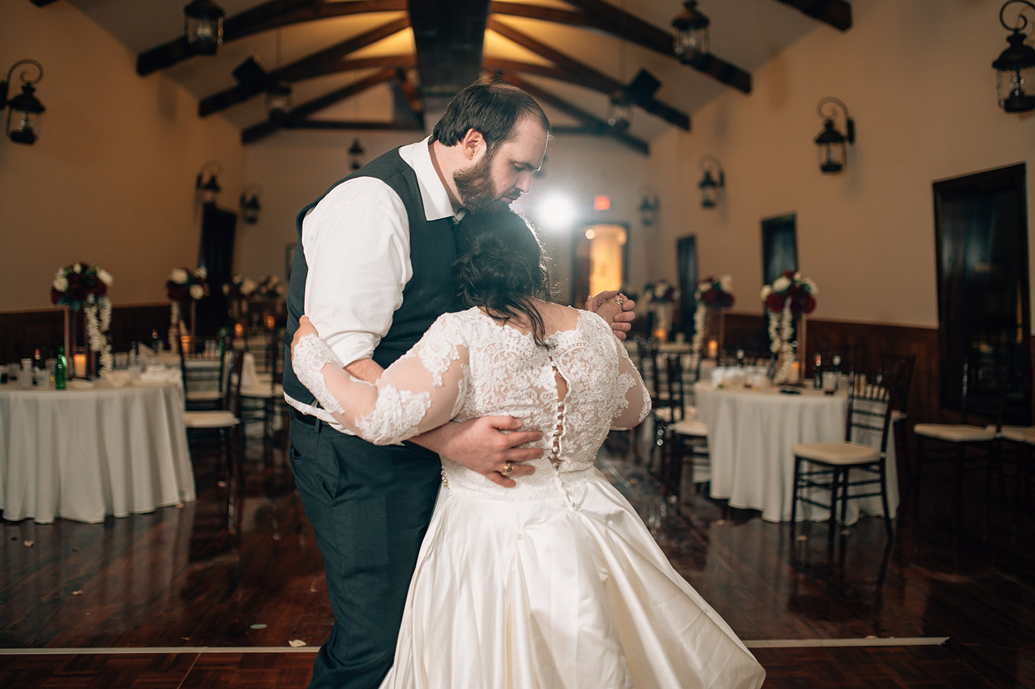 bride and groom share private last dance at cotton gin no. 116