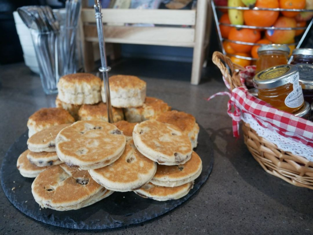 Welsh cakes on Welsh slate in Cardiff Airport's Executvie Lounge