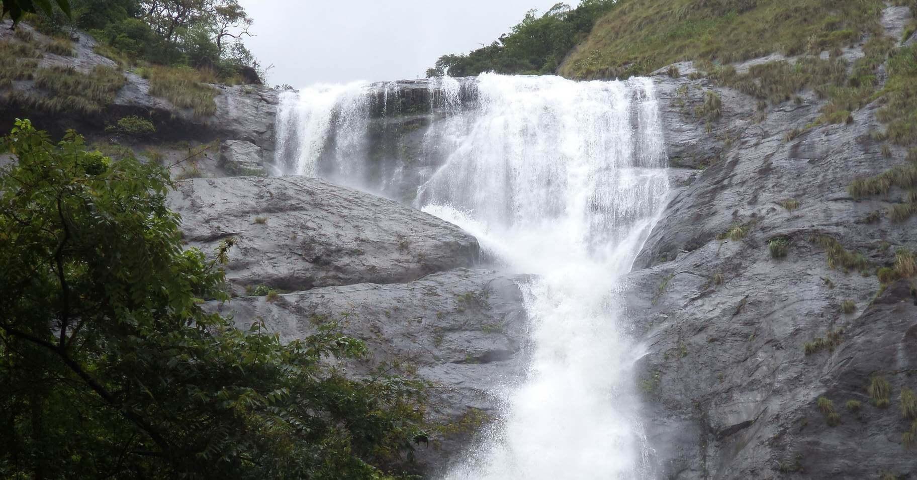 Palaruvi Waterfalls - places to visit in Kerala