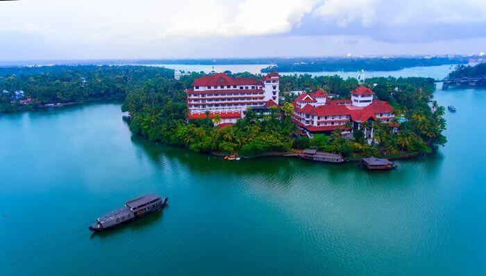 backwater resorts in kollam