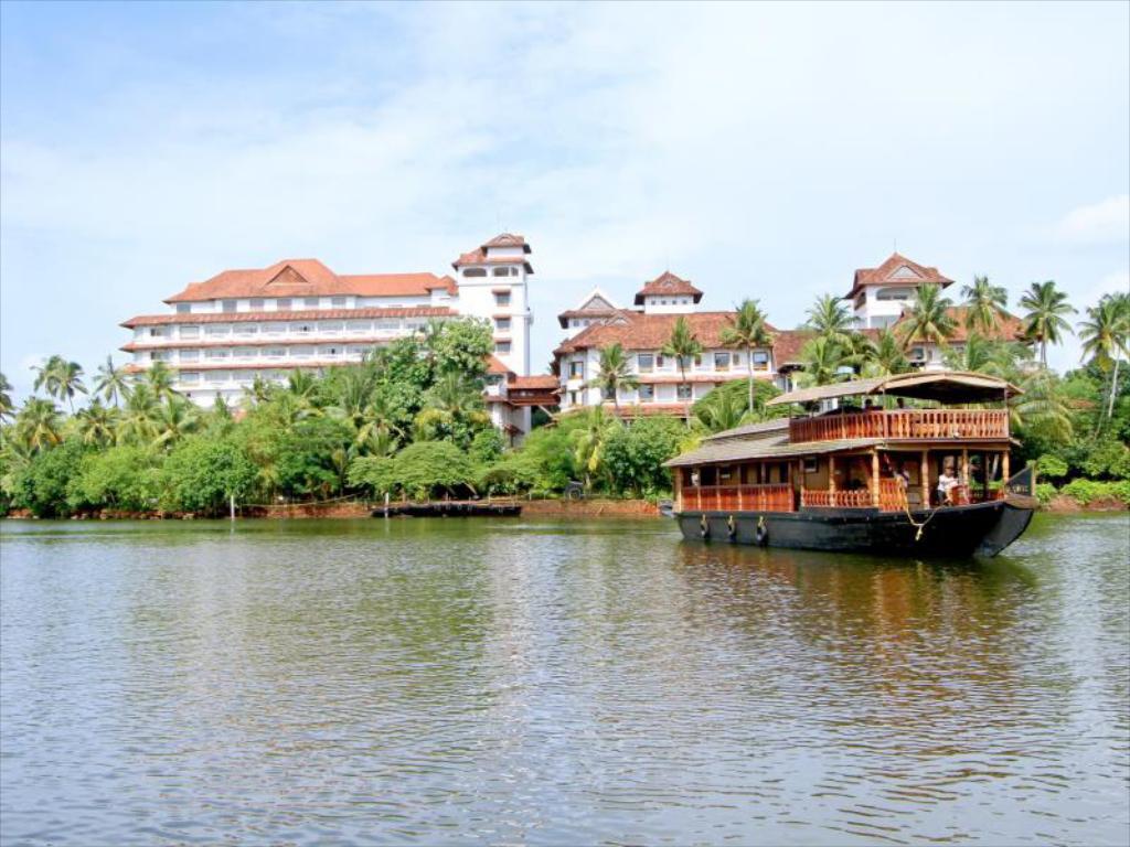 Raviz Ashtamudi Houseboat
