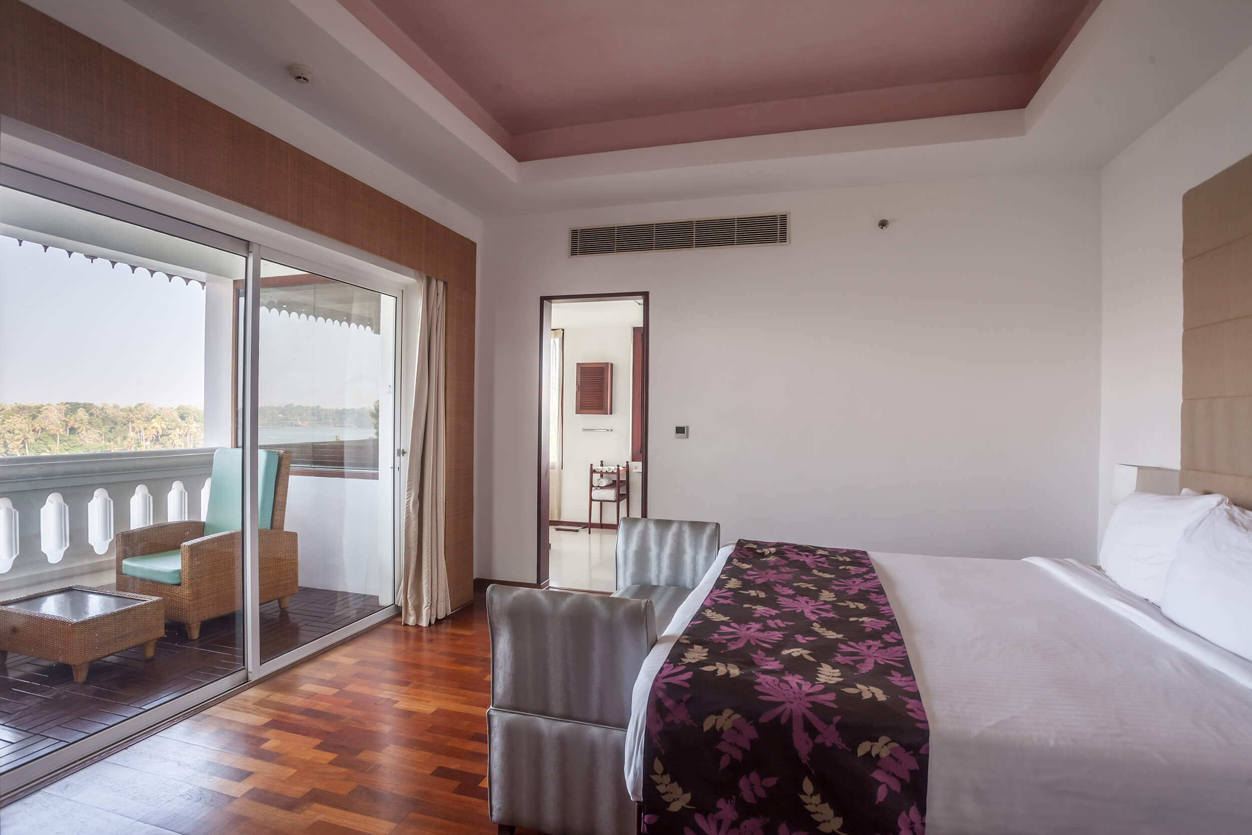 The Raviz Ashtamudi Suite Room
