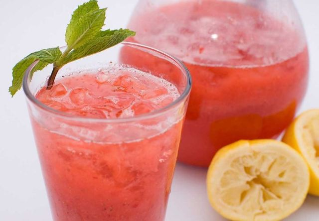 How to Make How to Make Strawberry Lemonade