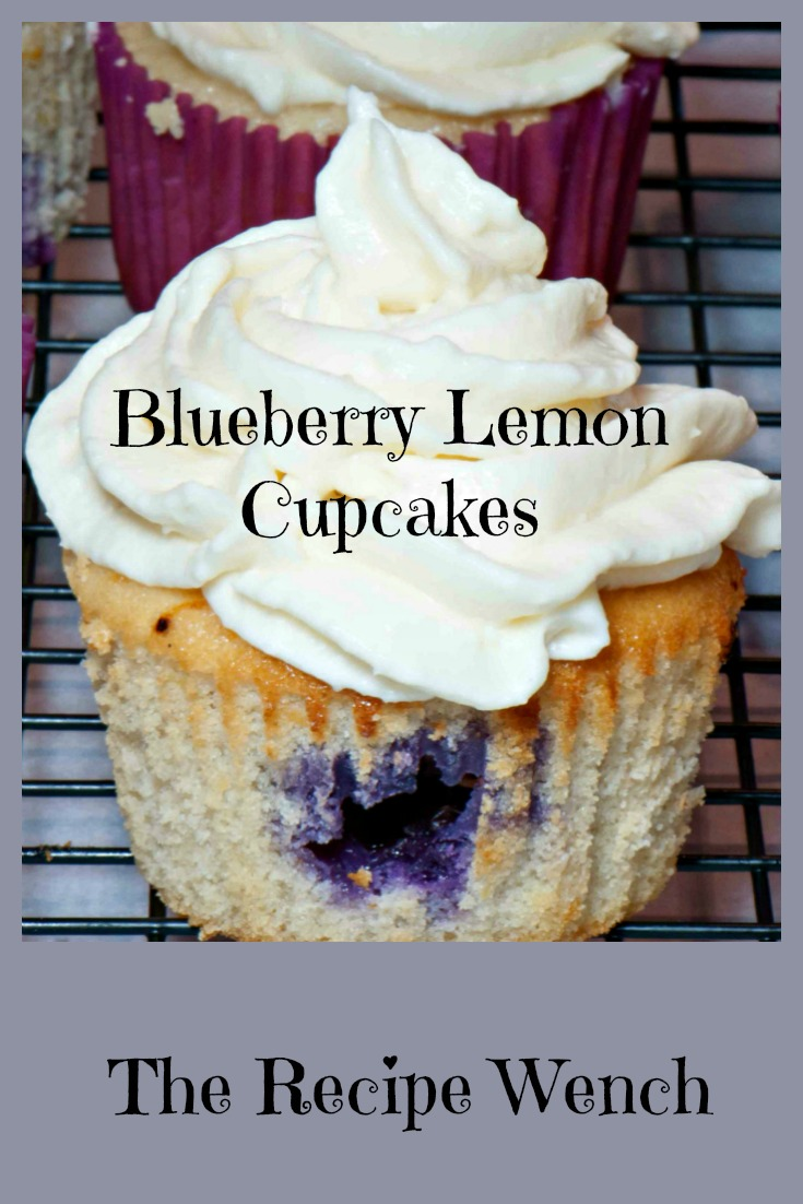Besides being delicious, these are easy on the eyes, folks! And the cream cheese frosting is the perfect mate! | The Recipe Wench