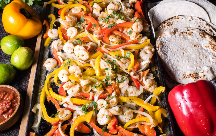 Shrimp fajitas - a brilliant meal that can be cooked in the oven. Super simple.
