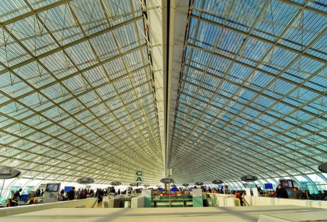 A picture of the glass ceiling at Charles de Gaulle Airport