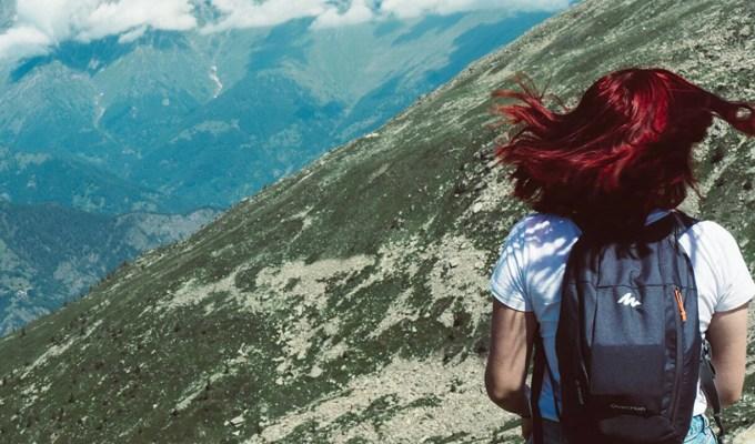 Creare onde e volume sui capelli lisci con le novità Biofficina Toscana al kiwi