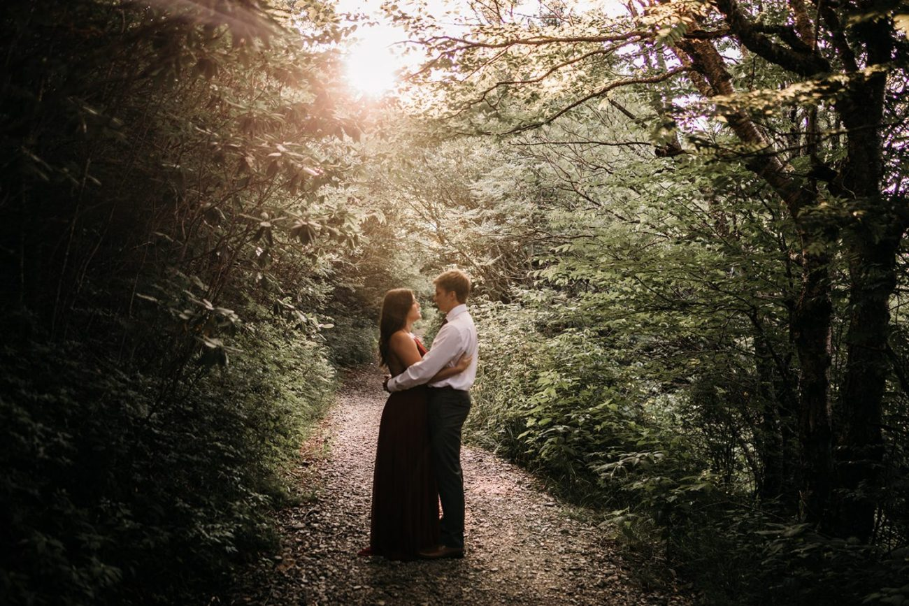 outdoor-engagement-photography