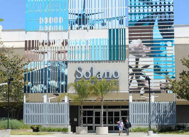coronavirus social distancing evident as solano town center slowly reopens the reporter solano town center slowly reopens
