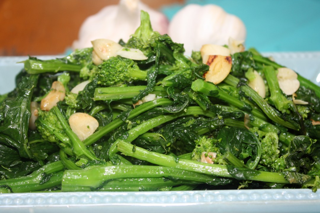 broccoli rabe  with garlic dun very close